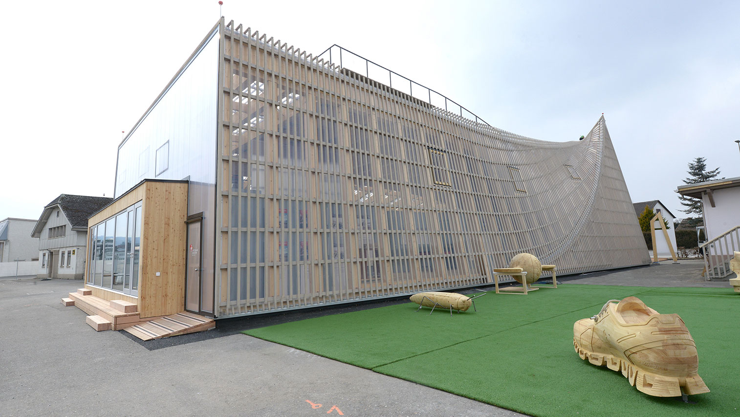 <p>Wood and glass: The information pavilion of the Innovation Park Zurich was opened on Friday. (Picture: Switzerland Innovation Park Zurich)</p>