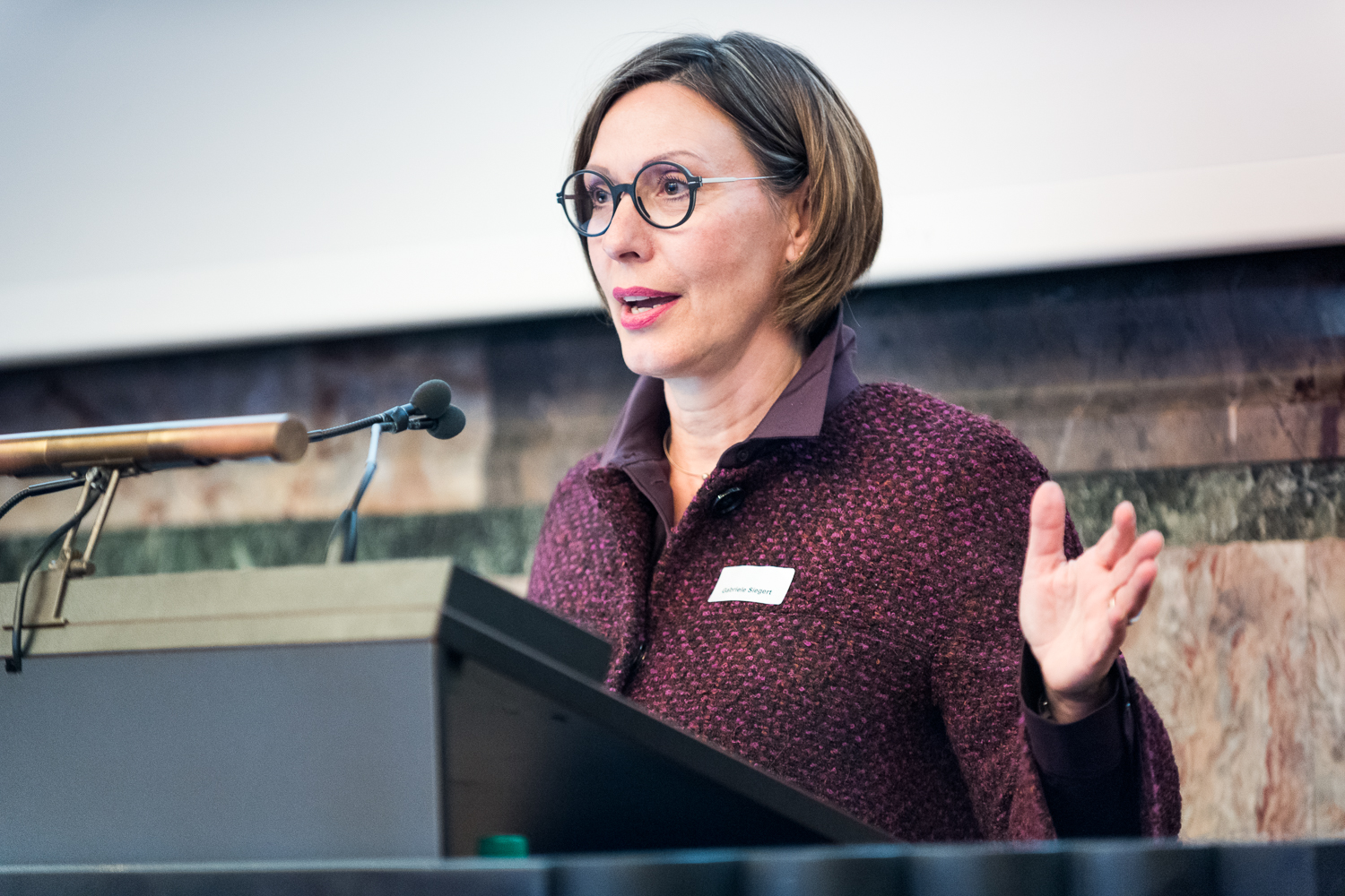 <p>Gabriele Siegert, Vice President Education and Student Affairs, presented innovative teaching projects at UZH. (Image: Frank Br&uuml;derli)</p>