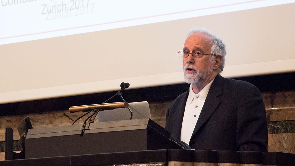 Professor Arkin an der DSI-Veranstaltung.