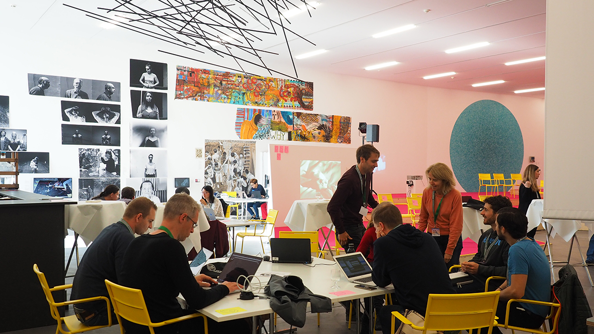<p>Change of scenery: Working together to find new digital ideas during a hackathon in the Kunsthalle Zürich, held as part of the 100 Ways of Thinking exhibition.</p> (Image: Sarah Lechmann)