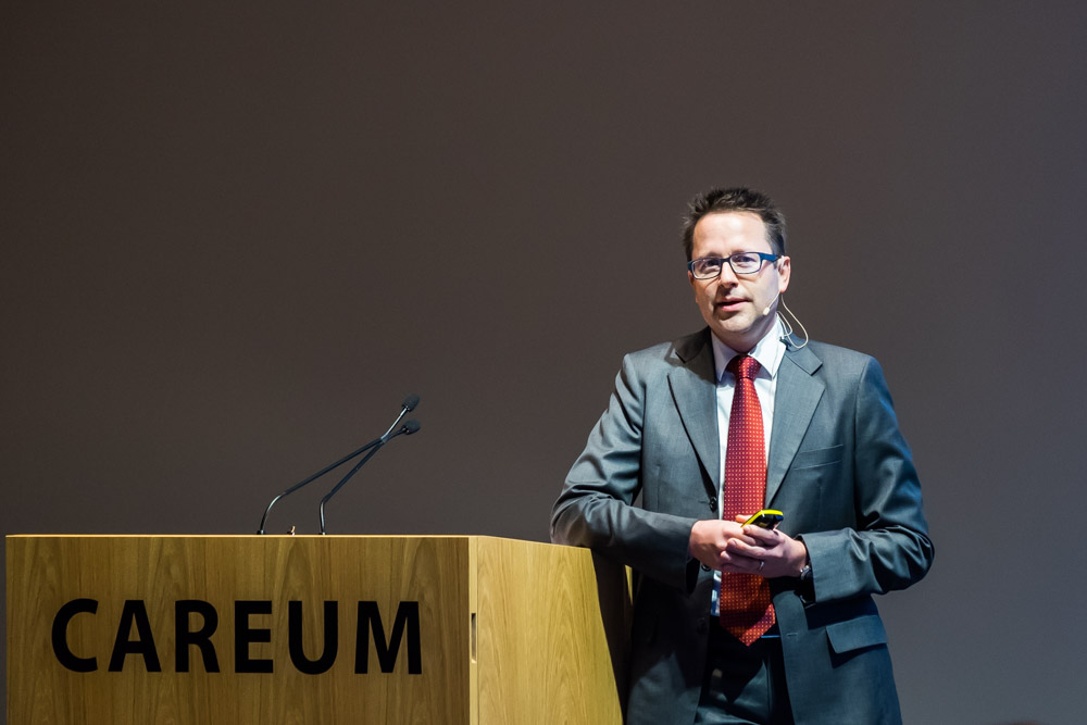 Christian Baumann, professor of neurology at UZH, presented the SleepLoop project at University Medicine Zurich's annual event.