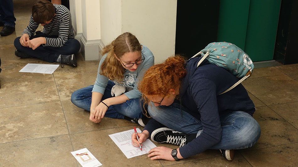 <p>Visitors try to answer quiz questions... (Picture: Marita Fuchs)</p>